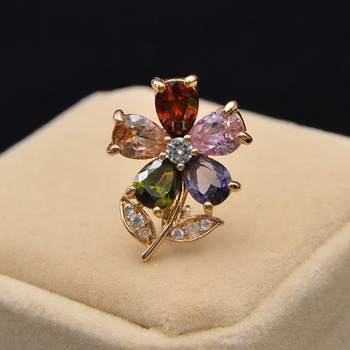 CINDY XIANG Small Zircon Flower Brooches For Women Sumer Style Collar Pin Cute Tinny Brooch High Quality BR10-0023 cindy xiang colorful cubic zirconia daisy brooches for women sunflower brooch pin copper jewelry zircon corsage high quality