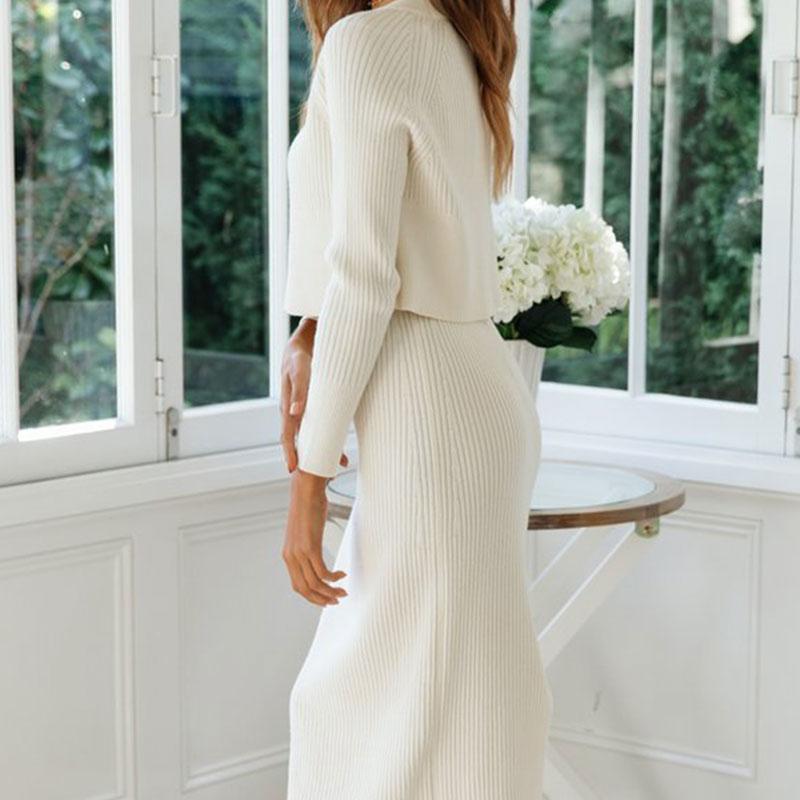 Deux pièces jupe / pull à manches longues tricotée blanc profil