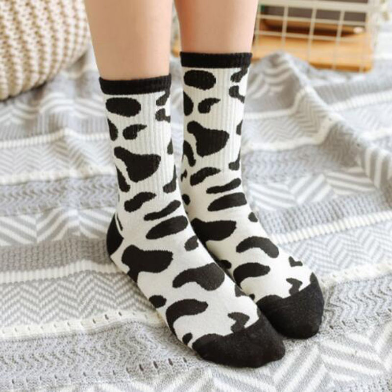 1Pair Korean Women Socks Black White Retro Casual Leopard Printed Hip Hop Skateboarding Socks Harajuku Ladies Cotton Sock