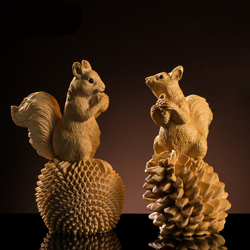 Boxwood Carving Lovely Squirrel Solid Wood Carving Animal Small Squirrel Carved Craft Gift Wood Statue Home Decoration