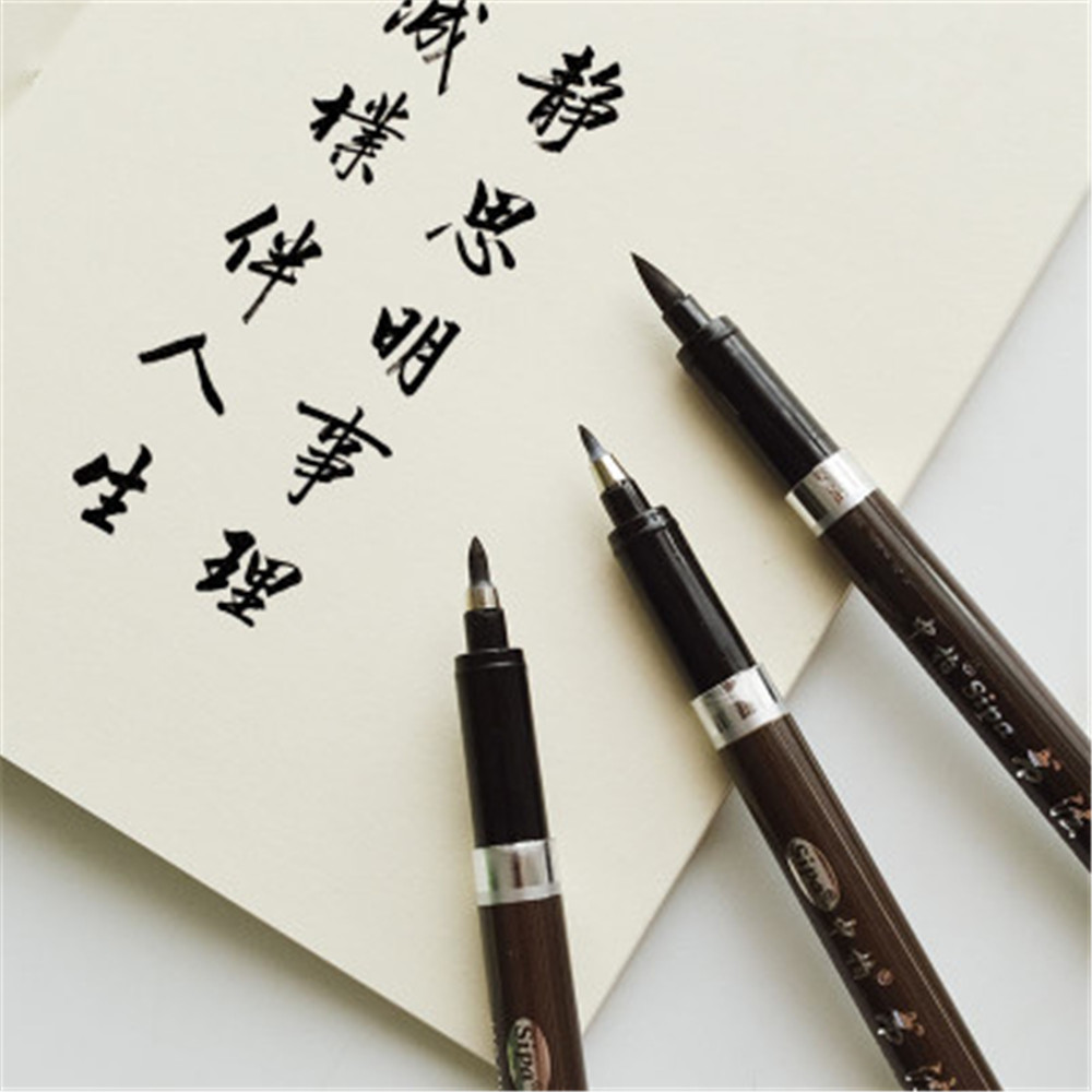 Latines Lettering et Scrapbooking Calligraphie Plumes sur Cartes Aladine 4 Plumes