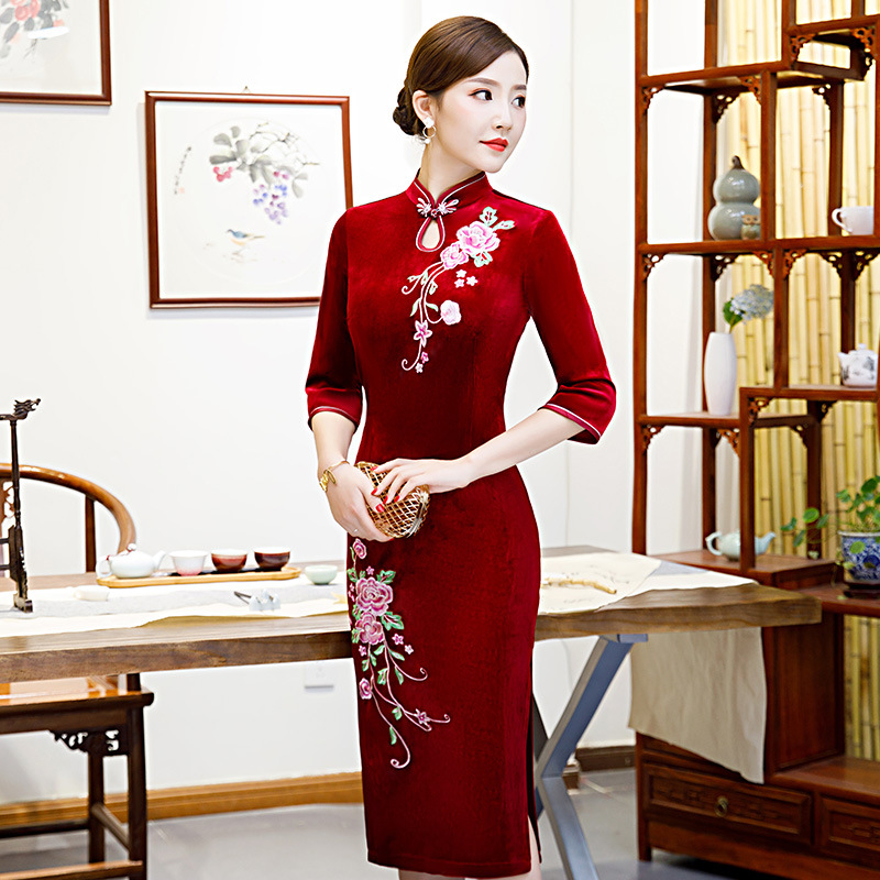 Embroidered Gold Velvet Cheongsam Middle-aged Women Dress Wedding Banquet Middle-aged Autumn & Winter New Style Long Plus-sized