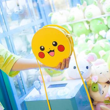 Gorąca sprzedaż Pikachu dziewczyny śliczne Pu na długim pasku okrągły worek do przechowywania Pokémon Student Kawaii moda osobowość damska torba na ramię zabawka tanie i dobre opinie TAKARA TOMY lalki Dla osób dorosłych Adolesce MATERNITY 13-24m 4-6y 7-12y 12 + y 18 + CN (pochodzenie) Unisex As shown
