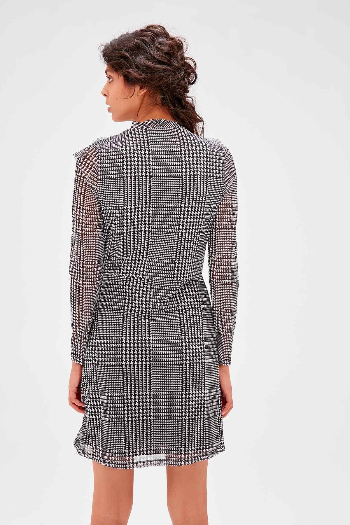 Trendyol серое клетчатое трикотажное платье TWOAW20EL1080