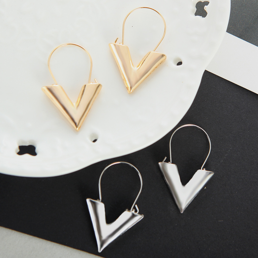 Women's earrings Europe New hot zinc alloy letter V-shaped shape pendant earrings gold silver color ladies fashion jewelry