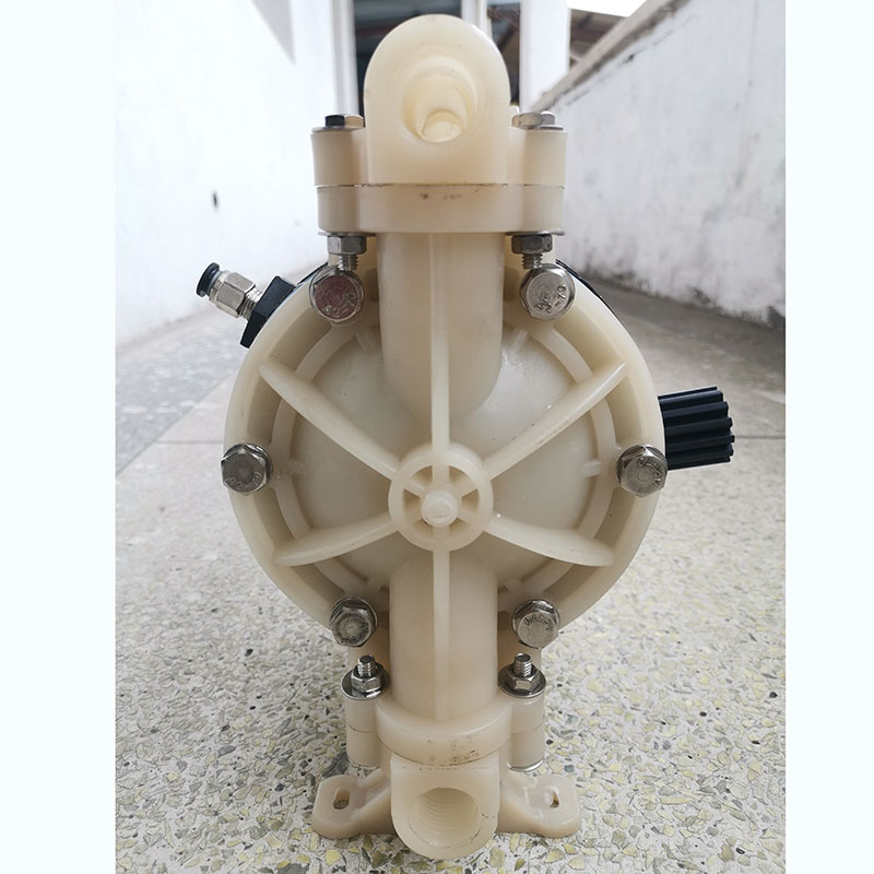 PP / PVDF  Plastic Air operated Pneumatic diaphragm pump QBK-15 Max flow rate: 20L/min Diaphragm Pump For Corrosive Resistance