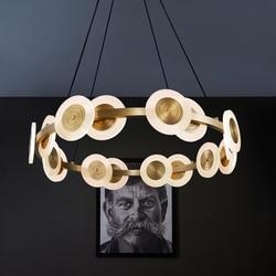 Po nowoczesne miedzi lampa światła luksusowy żyrandol okrągłe Nordic style oświetlenie kreatywny lampa do salonu proste restauracja podłużna lampa w Wiszące lampki od Lampy i oświetlenie na