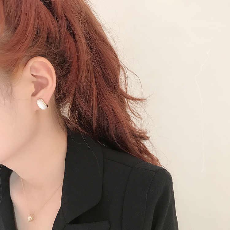 niche temperament set simple cold wind ear nails creative sense cat-eye stone arc net red ear-eared female