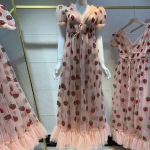 Moda długie sukienki dla kobiet 2020 elegancka wesele różowa Maxi letnia sukienka truskawkowa cekinowa siatka Lolita spódnica z wysokim stanem
