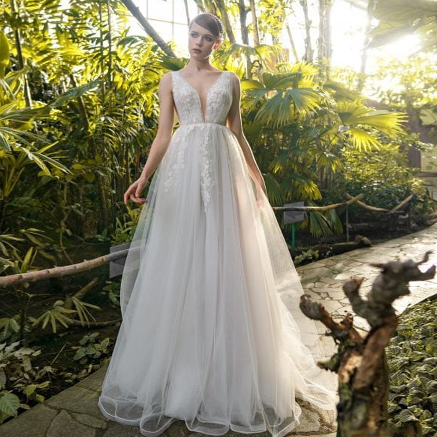 V-neck Neckline Soft Tulle Flowers Lace A-line Wedding Dress With Backless Sweep Train Ruched Mariage Dress