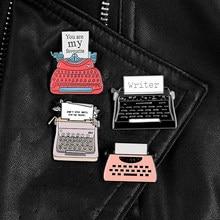 Pinos de esmalte de máquina de escrever vintage vermelho preto metal emblemas broches jaquetas camisa saco lapela pino acessórios jóias presentes para escritor