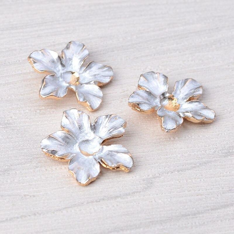 10pc 18*18mm liga de ouro cor esmalte núcleo flor pingente flor charme para headpiece casamento diy artesanal moda jóias fazendo