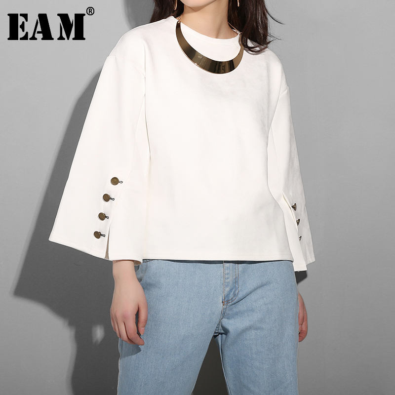 [EAM] Loose Fit With Necklace Button Split Sweatshirt New Round Neck Long Sleeve Women Big Size Fashion Tide Spring 2020 AK213
