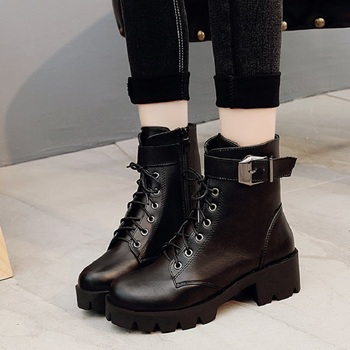 2019 New Buckle Motorcycle Boots Women British Style Ankle Boots Gothic Punk Low Heel ankle Boot Winter Women Shoe Plus Size 40