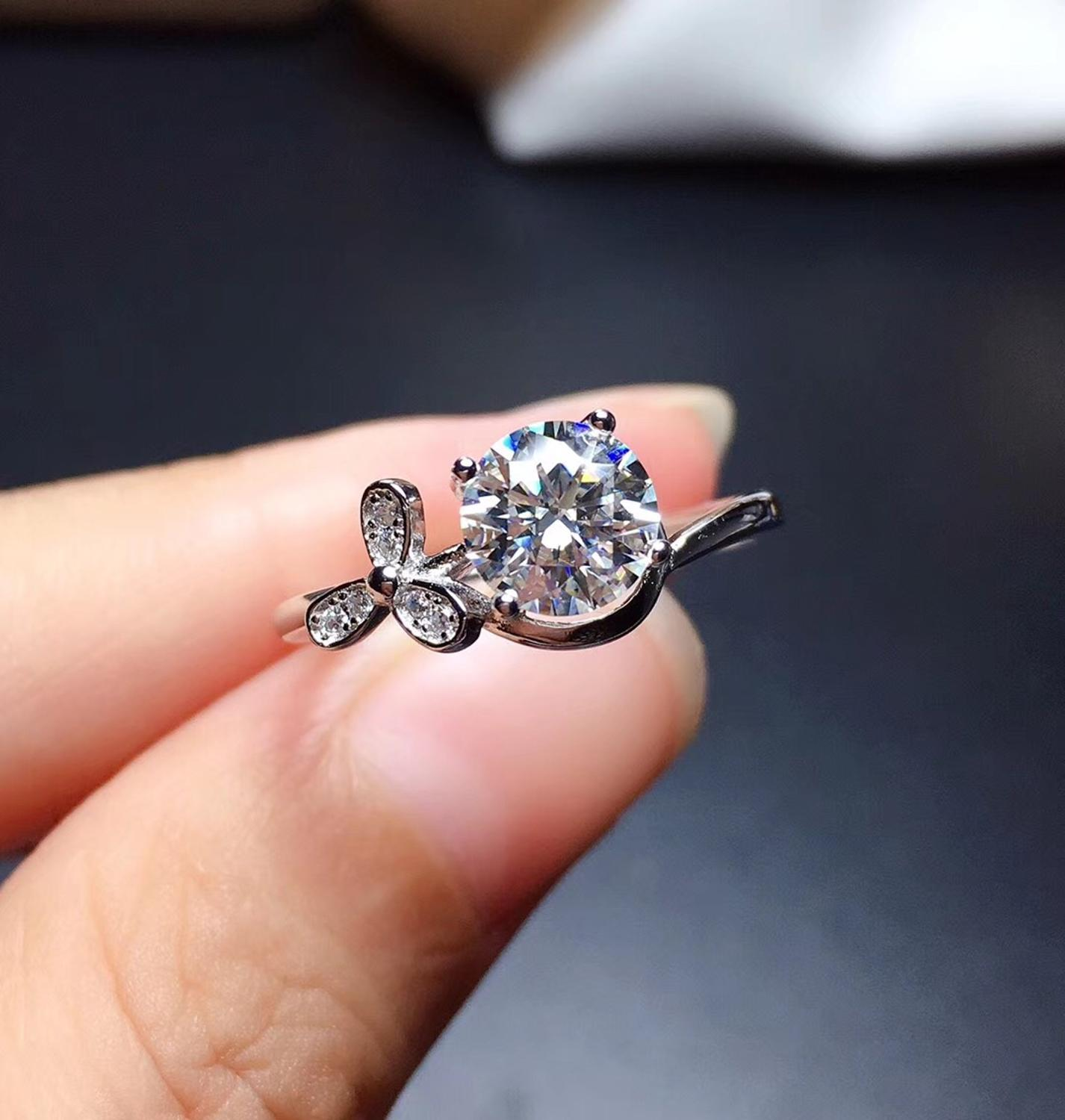 Moissanite rings color D VVS1 .GRA and CMA certificate. Black card 925silver Character flower Ring