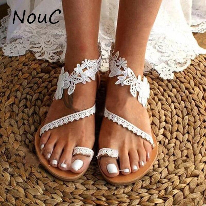 Летние босоножки; женские сандалии на плоской подошве; однотонная белая кружевная женская обувь с открытым носком и цветочным принтом для с...
