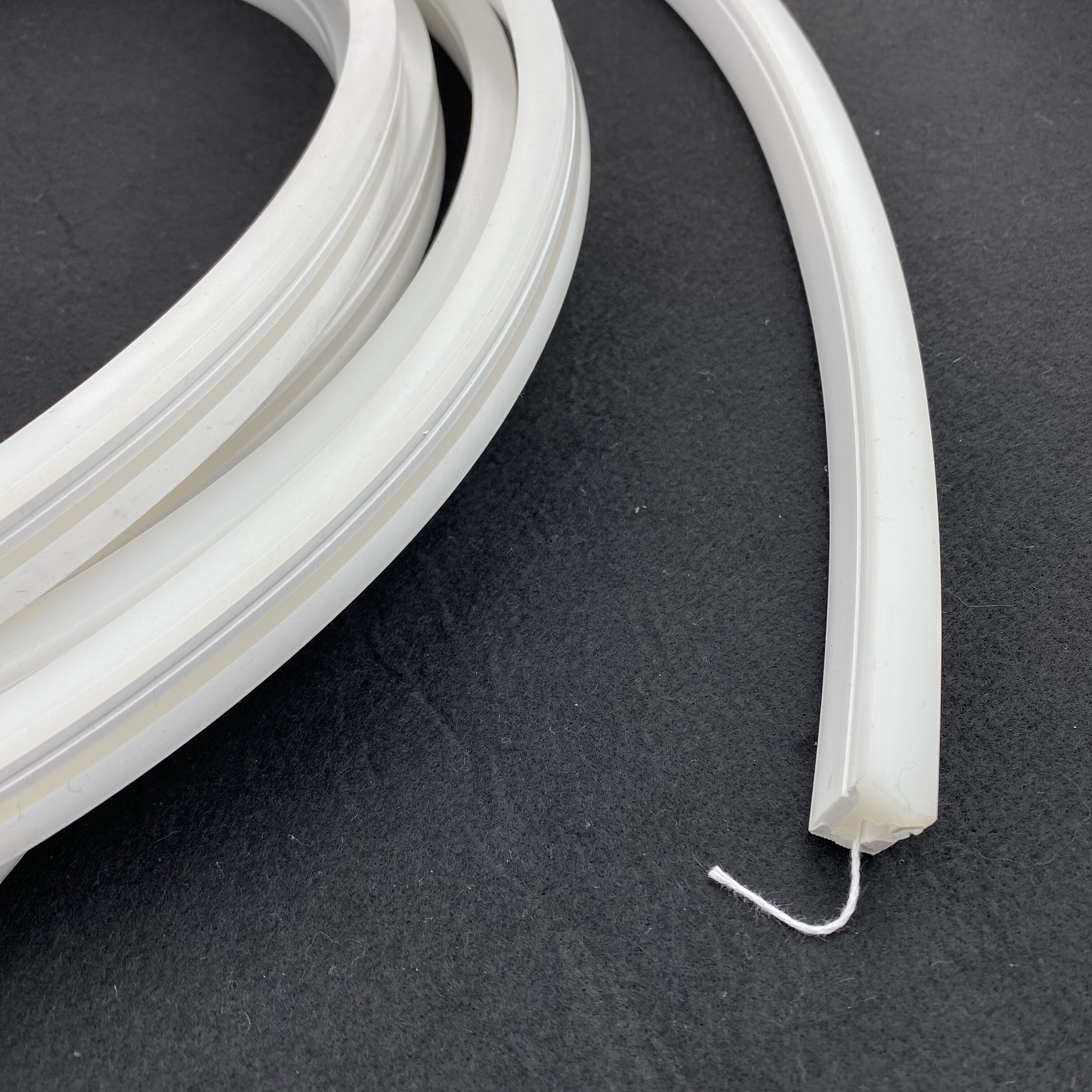 Size: 10mm*18mm,silicon Frosted Neon Tube,side View,used For PCBWidth:10mm;180° Beamangle