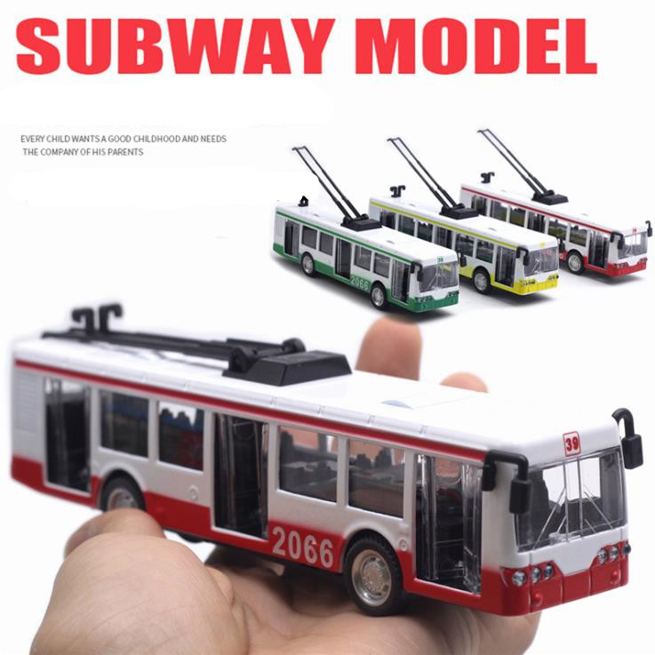 1:90 Alloy Pull Back Car Model,tram Model,3 Door Simulation Light Music Car Toy,free Shipping