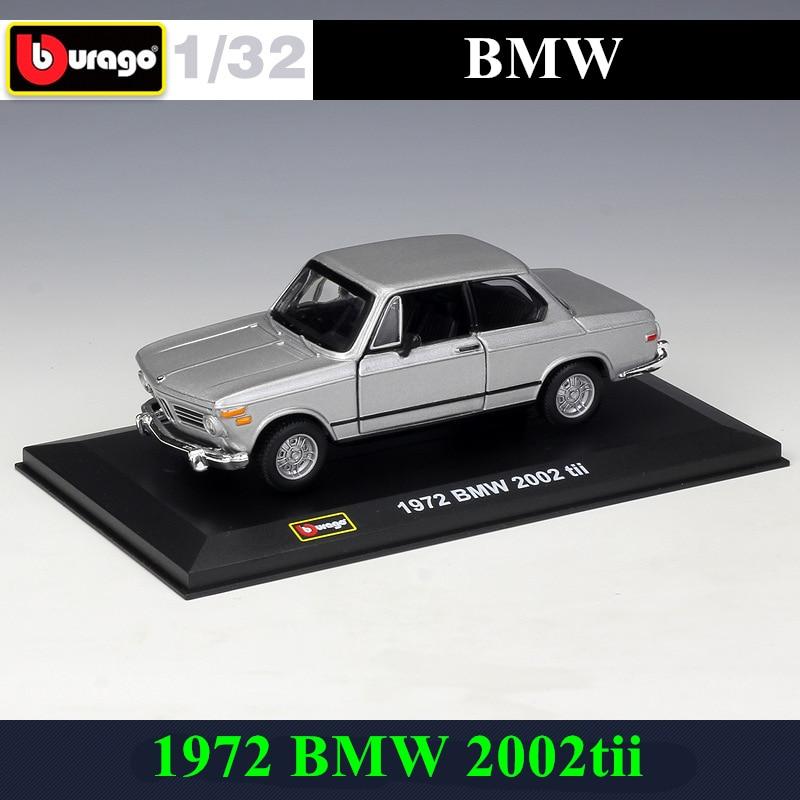 Bburago 1:32 1972 BMW 2002tii Simulation Alloy Car Model Plexiglass Dustproof Display Base Package Collecting Gifts