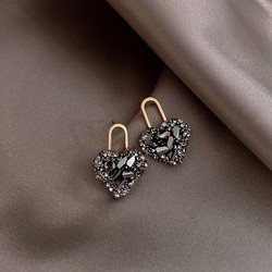 Classic Fashion Black Crystal Heart-shaped Stud Earrings for Woman Exquisite Korean Earrings Dress Accessories Anniversary Gifts