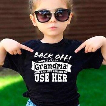 חולצה: תתרחק ! יש לי סבתא משוגעת ואני לא מפחדת להשתמש בה