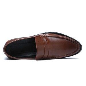 Image 3 - 2020 vestido de couro genuíno sapatos masculinos deslizamento on negócios casamento formal sapatos planos para homem