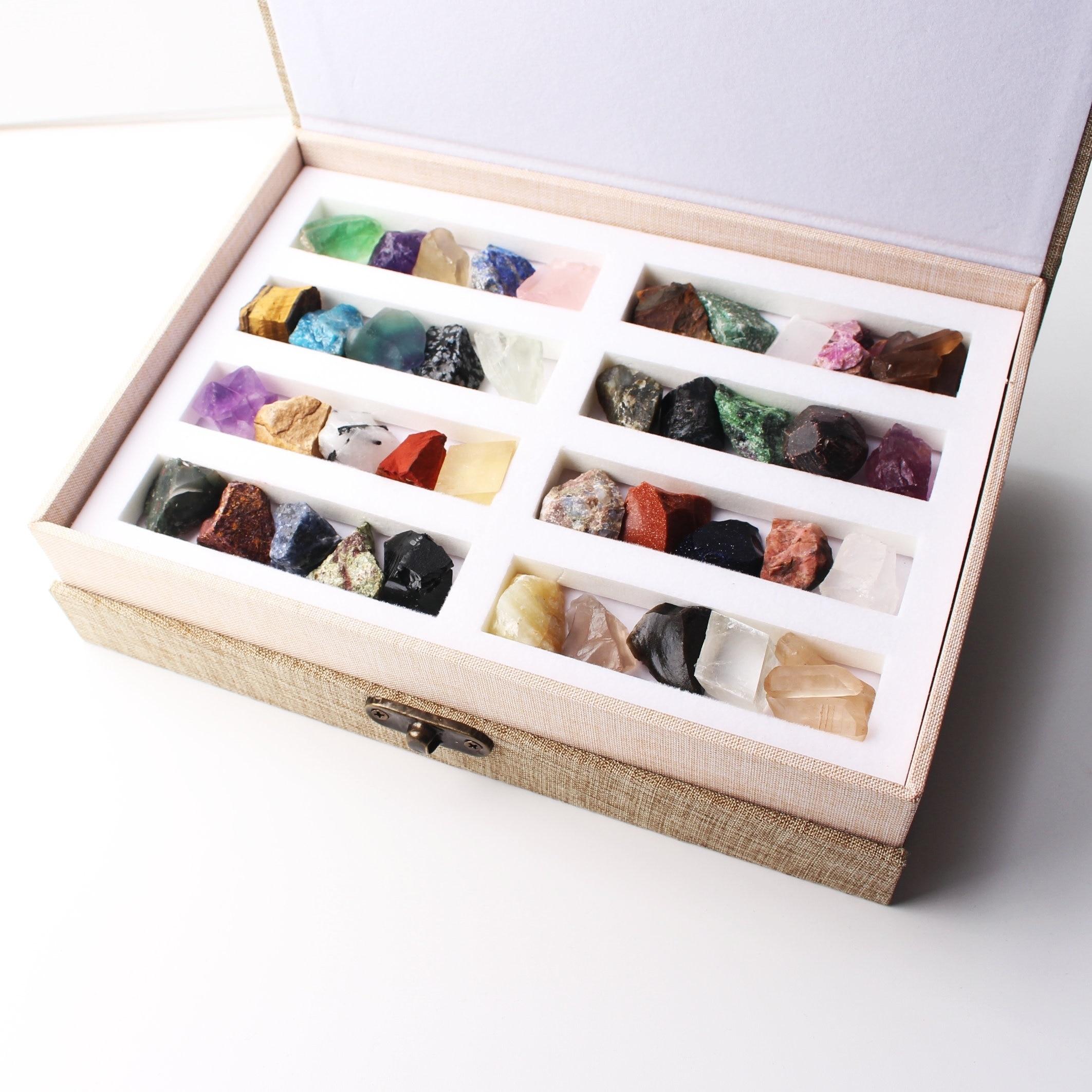 40 sortes de Lots mélangés de minéraux de pierre de roche de cristal naturel spécimen de pierres précieuses brutes Mini pierre Reiki cadeau de guérison avec une boîte