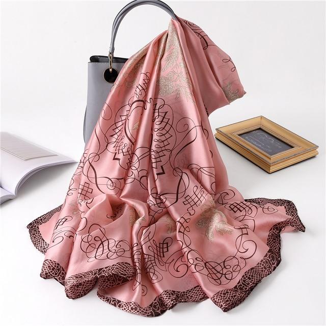 Écharpes en soie à motifs 4