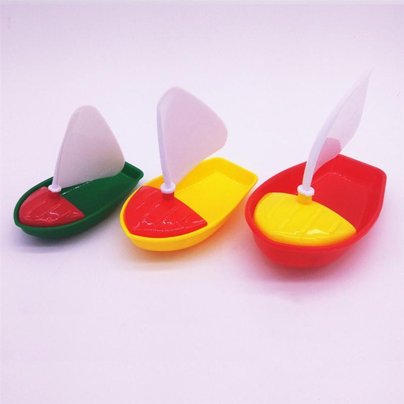 1 Set 3pcs Mini Plastic Sailing Boat Toys Kids Bath Toys Bathtub Toys For Children Todders Kids (Assorted Color)