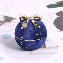 Wholesale jewelry packaging box in blue velvet round  for ring pendant and necklace