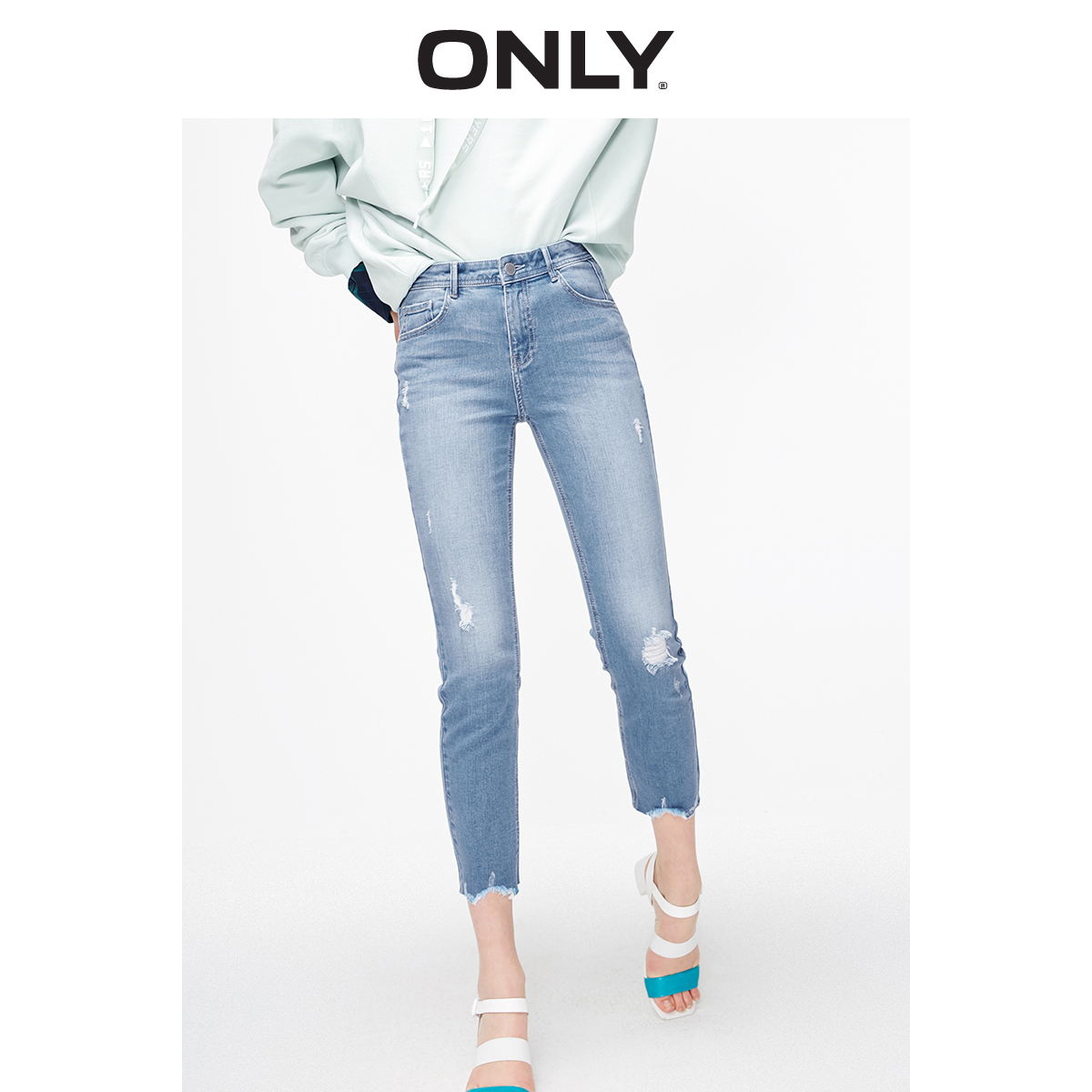 ONLY  Women's Slim Fit Mid-rise Slightly Flared Frayed Raw-edge Crop Jeans | 119149622