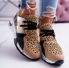 2021 جديد إمرأة حذاء كاجوال تنفس السيدات أحذية رياضية ليوبارد طباعة فو الفراء أحذية رياضية الدانتيل متابعة منصة أحذية رياضية النساء