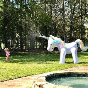 Image 4 - Al aire libre gigante unicornio aspersor juguetes de piscina para jardín de césped accesorios de fotografía de boda para niños adultos