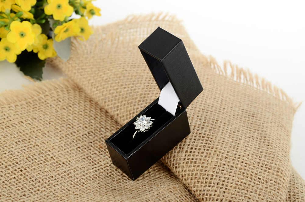 Venta caliente de comercio exterior Simple nuevo estilo blanco y negro con patrón pequeño caja de anillo caja de joyería caja de regalo caja de joyería transfronteriza E