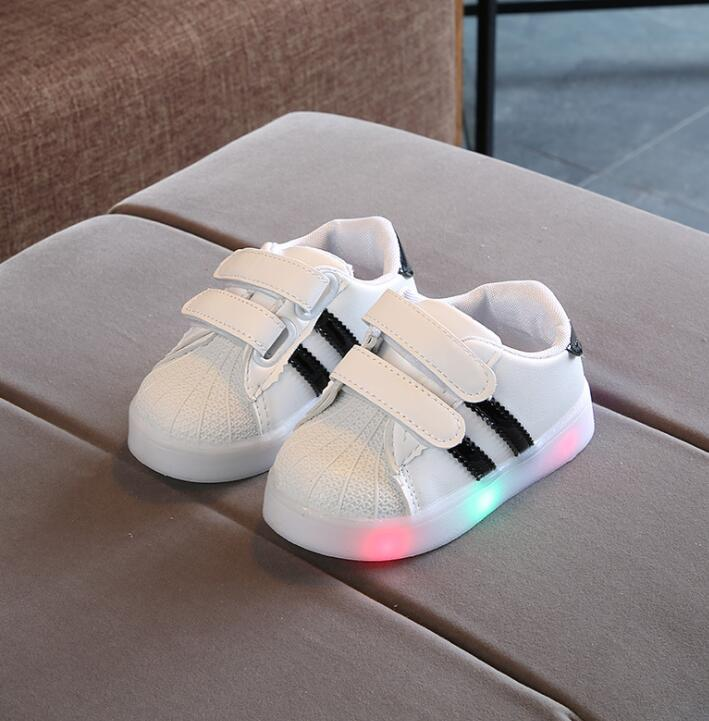 New Kids Shoes Led Shoes Casual Sport Running Shoes Sneakers Children Luminous Shoes Boys Girls Stripe Baby Non-slip Sneakers