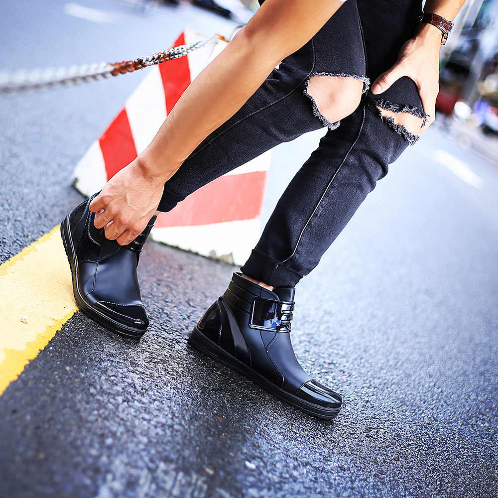 2019 mode Herren Gummi Ankle Regen Stiefel Wasserdichte PVC Chelsea Stiefel Männer Flache Wasser Schuhe Männer Schwarz Blau