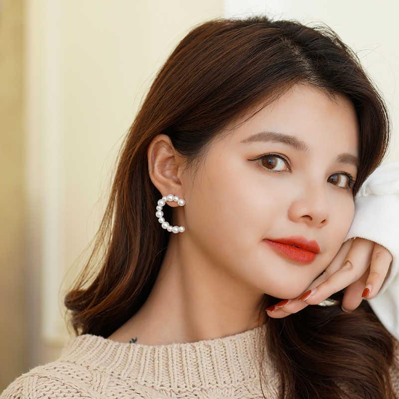 Xinwei 2019 nowych moda damska kolczyki z pereł C kształt dziewczyny Birthday Party nowe wiszące kolczyki dla kobiet biżuteria