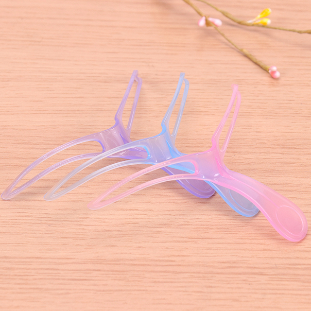 1PC Random Color Creative Popular Eyebrow Shaping Stencil Women Lady Eyebrow Shaper Makeup Kit Tool 5