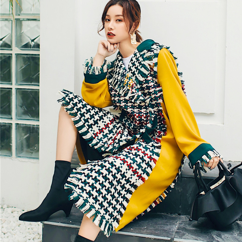 LANMREM 2019 New Autumn Winter Tassels Plaided Flare Sleeves Yellow Contrast Green Colots V-neck Loose Big Size Jacket PA147