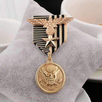 Yeni Retro kartal erkek yaka Pin madalya erkek takım elbise püskül Metal broş rozet pimleri Vintage erkekler ve kadınlar aksesuarları ucuz takı