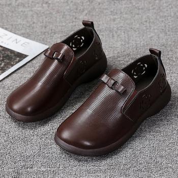 2021 wiosna jesień damskie oxfordy Lady oddychające brązowe czarne skórzane buty mokasyny Vintage wytłaczany wzór oksfordzie buty tanie i dobre opinie Moxxy CN (pochodzenie) okrągły nosek Brytyjski styl RUBBER Wsuwane Dobrze pasuje do rozmiaru wybierz swój normalny rozmiar