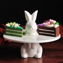 Керамическая подставка для торта с кроликом, скульптура, животное, заяц, сервировка десерта, поднос для торта, посуда для торта, керамические изделия для домашнего интерьера