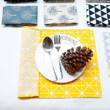 1 Pcs Plaid Cotton Placemat Japanese Fashion Style Fabric Table Mats Napkins Simple Design Tableware Kitchen Tool(China)