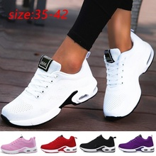 Moda damska lekkie buty sportowe buty do biegania buty sportowe oddychająca siatka komfort buty do biegania poduszka powietrzna zasznurować tanie tanio VEAMORS WOMEN LIFESTYLE Stabilność Hard court Początkujący Oddychające Wysokość zwiększenie Masaż Mesh (air mesh)