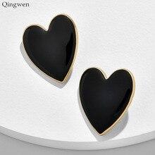 Qingwen/Новинка, модные серьги-гвоздики с большим сердцем для женщин, черные, белые, желтые, большие металлические массивные серьги, свадебные украшения, подарки