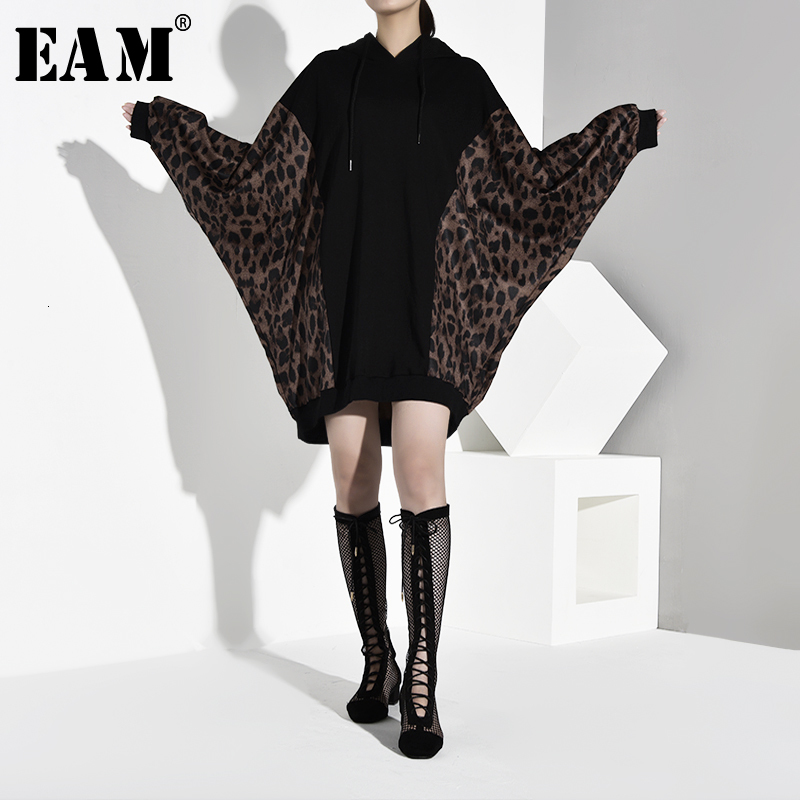 [EAM] Loose Fit Leopard Printed Hit Color Sweatshirt New Hooded Batwing Sleeve Women Big Size Fashion Autumn Winter 2019 1B8500