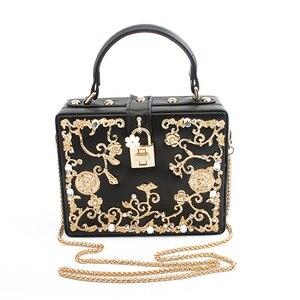 Image 1 - Moda feminina saco de noite 2019 senhoras couro do plutônio embreagem caixa elegante bolsa ombro crossbody carteira flor metal ferrolho bolsa