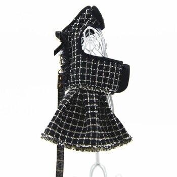 Robe ou harnais noirs à carreaux