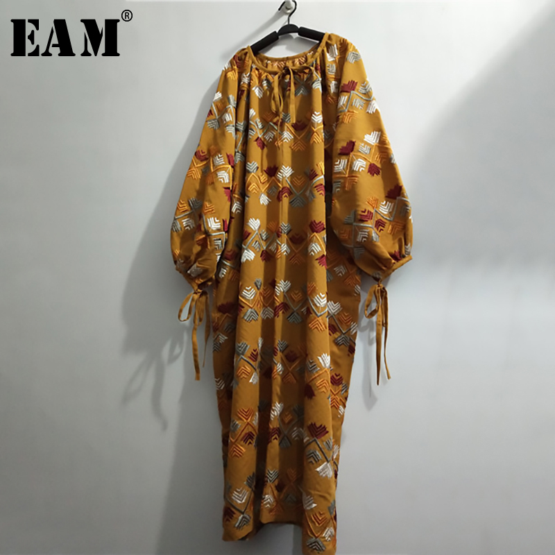 [EAM] Women Yellow Embroidery Big Size Long Dress New Round Neck Long Sleeve Loose Fit Fashion Tide Spring Autumn 2020 1N853
