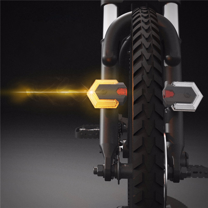 Bicycle Panoramic Intelligent Wireless Riding Turn Signal Light Smart Remote Control Bike Rear Warning Light Cycling Accessories